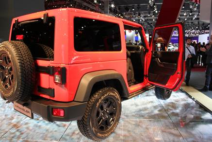 r server un essai jeep wrangler derni res photos jeep wrangler. Black Bedroom Furniture Sets. Home Design Ideas