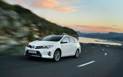 Record de ventes de voitures hybrides pour Toyota