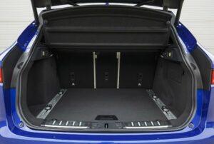 650 litres d'espace pour le coffre du F-Pace