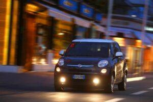 Fiat 500L de nuit
