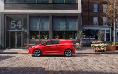 Un élégant Ford Fiesta Van en préparation