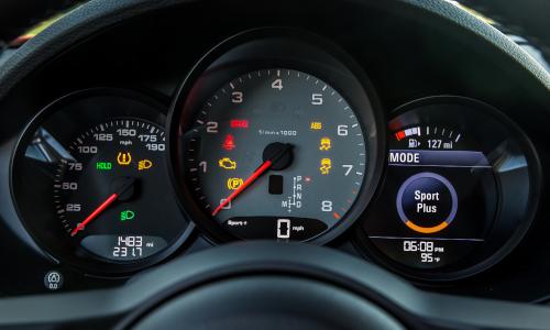 Essai Porsche 718 Cayman : équipement